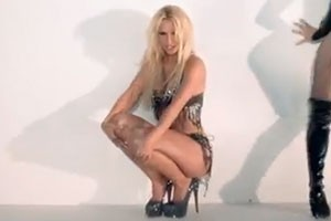 britney-its-hard-to-play-a-sexy-mom_84004