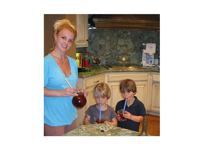 britney-spears-and-gwen-stefanis-sons-following-in-their-mums-footsteps_22143