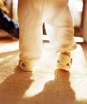 buying-your-babys-first-shoes_71126