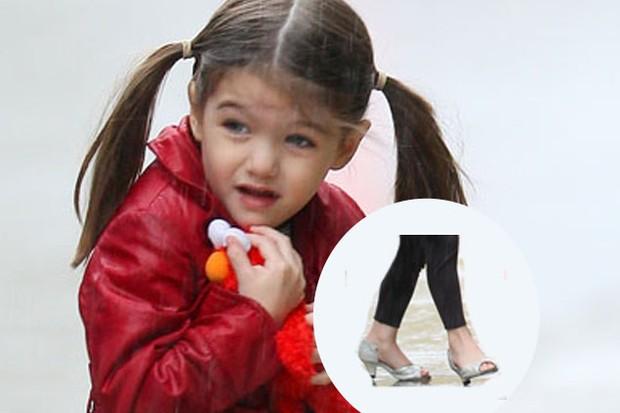 can-daughters-inherit-high-heel-skills-from-mum_9507