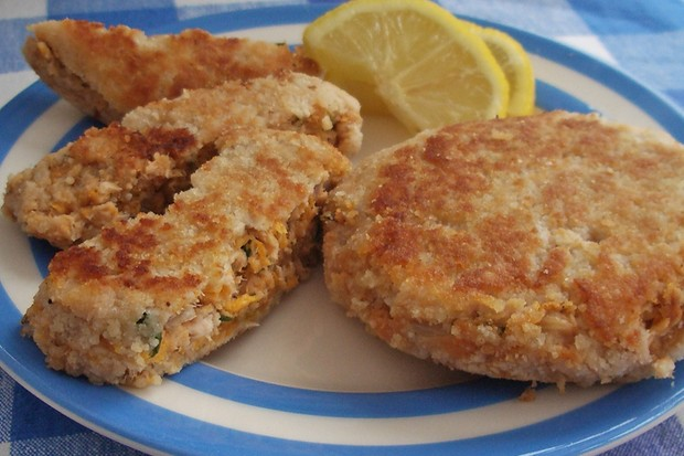 canned-salmon-fishcakes_48673