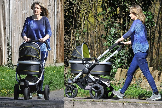 charlotte-hawkins-gets-back-to-fitness-with-just-launched-sporty-pram_88273