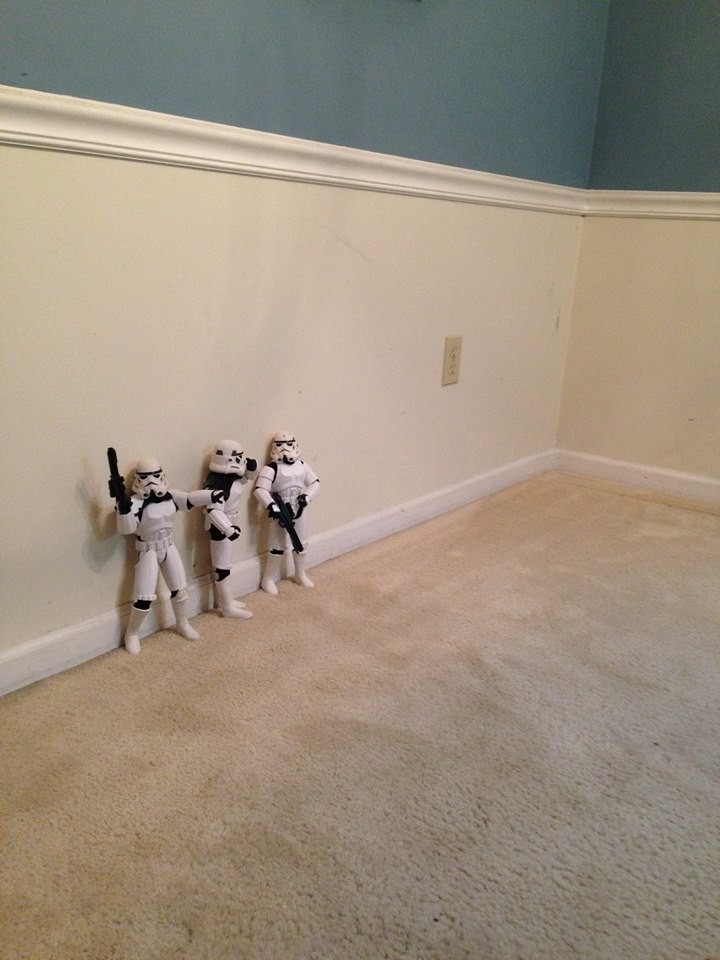 check-out-these-stormtroopers-putting-up-a-christmas-tree_138679