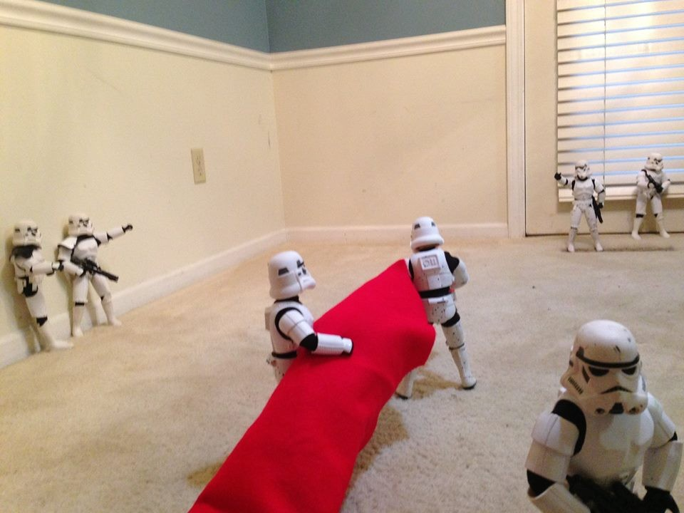 check-out-these-stormtroopers-putting-up-a-christmas-tree_138681