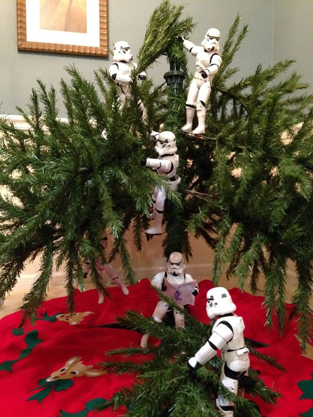 check-out-these-stormtroopers-putting-up-a-christmas-tree_138719