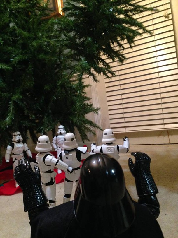check-out-these-stormtroopers-putting-up-a-christmas-tree_138721