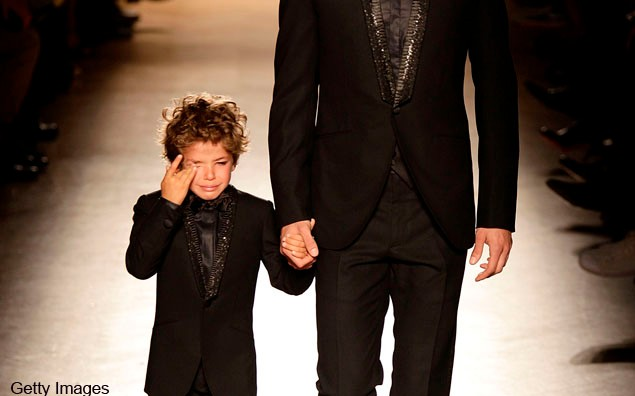 child-model-bursts-into-tears-on-the-catwalk_23417