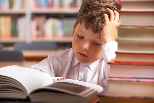 children-bribed-to-read-by-parents_17124
