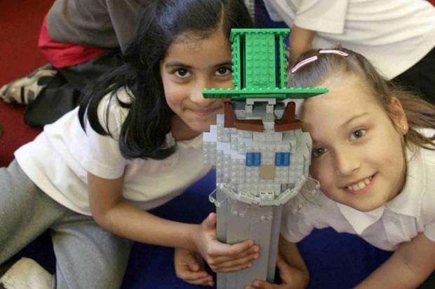 children-rebuild-uk-landmarks_5743