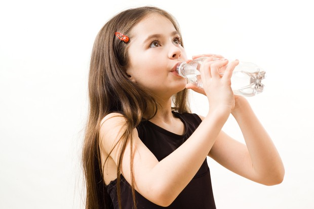 children-who-drink-water-do-better-at-school_21314