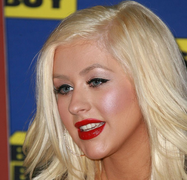 christina-aguilera-on-being-a-stage-siren-and-a-mummy_12018