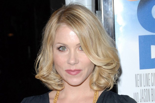 christina-applegate-announces-pregnancy-after-double-masectomy_13840