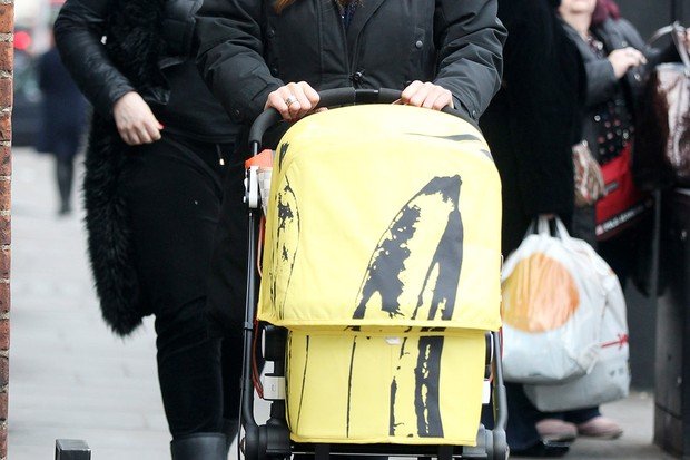 claire-sweeney-pushes-baby-jaxon-in-a-banana-bugaboo_83369