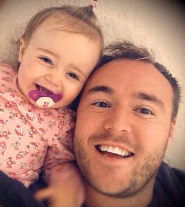 corries-alan-halsall-shares-selfie-with-baby-daughter_61846