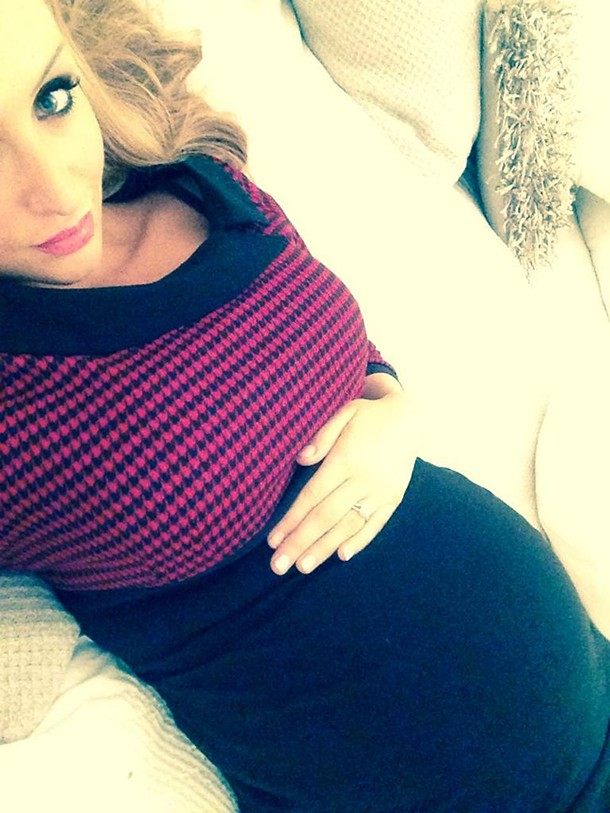 corries-catherine-tyldesley-shares-bump-selfie_63044