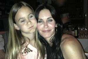 courtney-cox-celebrates-with-lovely-daughter_56664