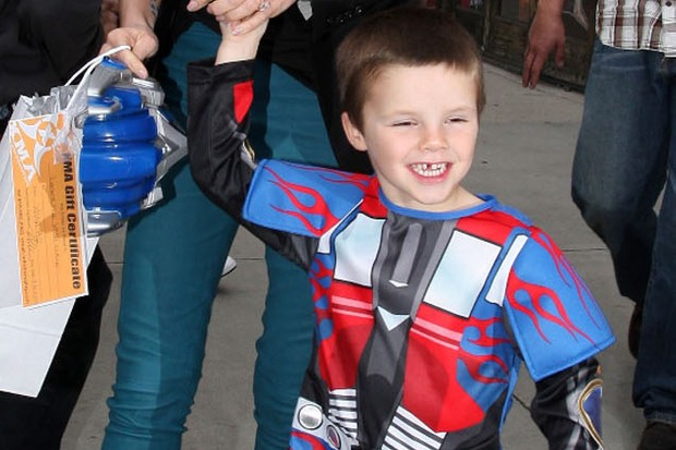 cruz-beckham-the-robot-birthday-boy_11022