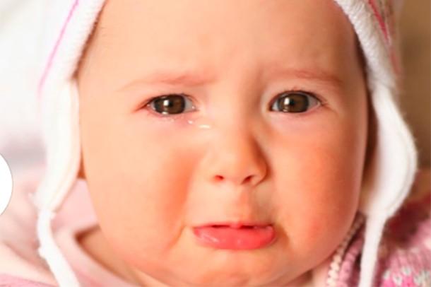 Stranger tells mum not to bring crying baby to cafe - MadeForMums