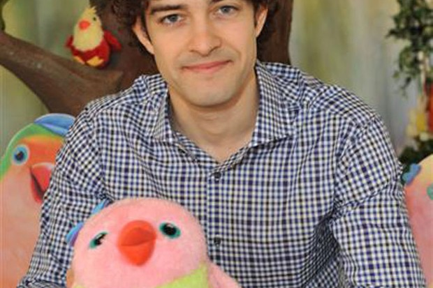 dad-to-be-lee-mead-gets-in-some-parenting-practice-at-3rd-and-bird-event_11845