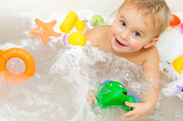 daily-bathing-may-increase-your-babys-eczema-risk-say-skin-experts_18111