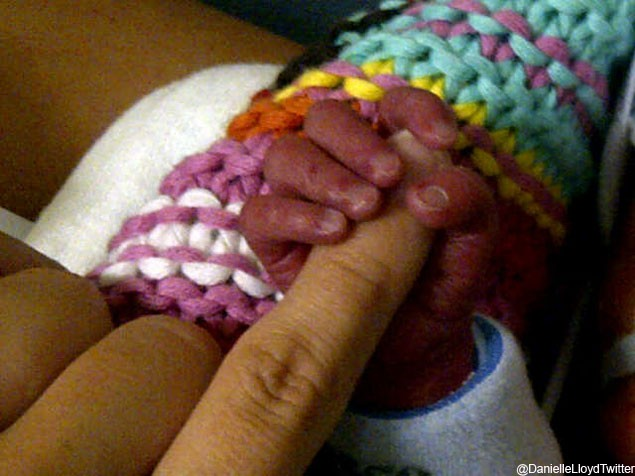 danielle-lloyd-and-premmie-baby-harry-update_25438