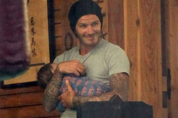 david-beckham-loves-shopping-for-hair-bows-for-harper_31367
