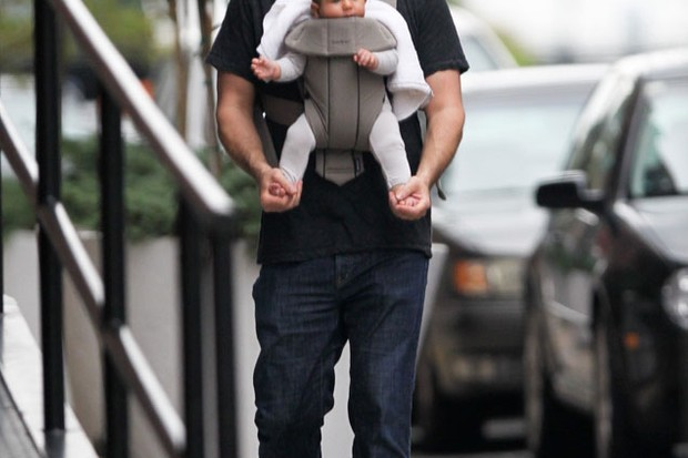 david-schwimmer-snapped-out-with-cute-baby-cleo_26782