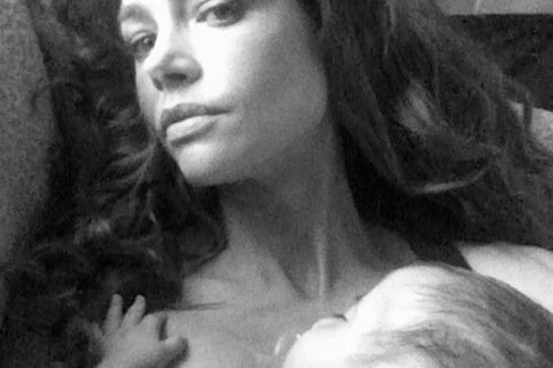 denise-richards-tweets-sweet-photos-of-her-new-baby_26858
