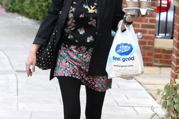 denise-van-outens-shows-off-her-trim-post-baby-body_12323