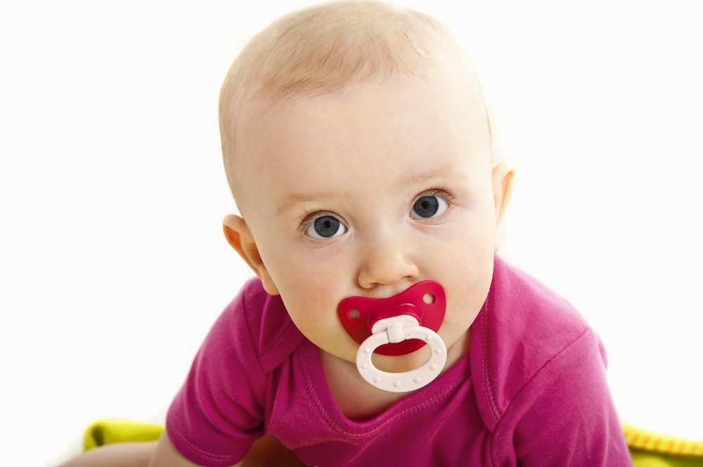 do-breastfed-newborns-really-need-to-avoid-dummies_36983