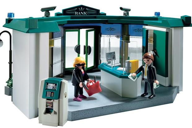 do-these-playmobil-toys-glorify-crime_82290