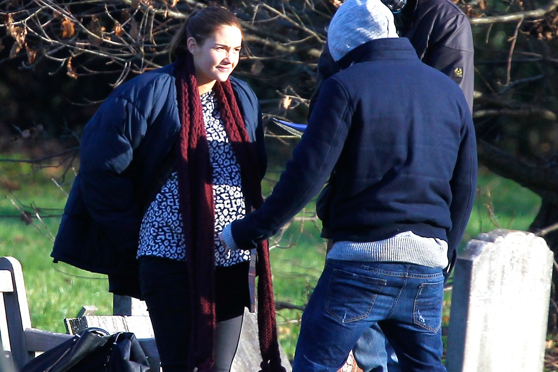 eastenders-peter-timidly-touches-jacqueline-jossas-baby-bump_82395