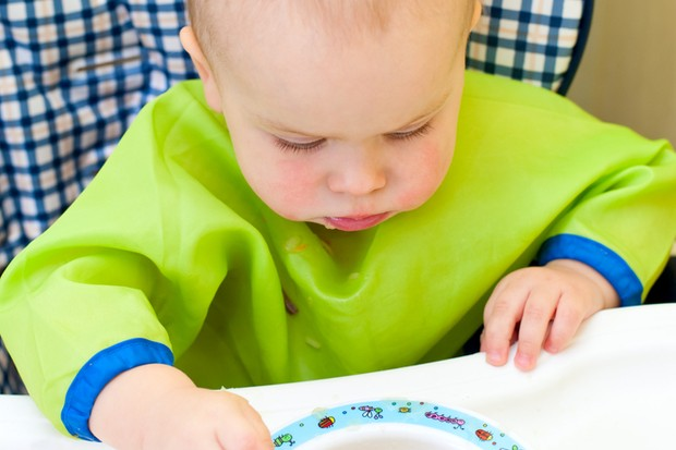 encouraging-self-feeding-at-10-to-12-months_18103