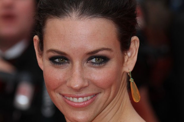 evangeline-lilly-pregnant-but-in-denial_20784