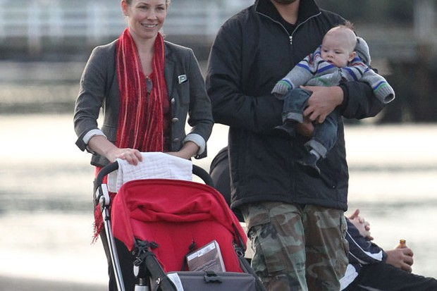 evangeline-lilly-spotted-out-with-top-buggy-and-her-nameless-baby_27015