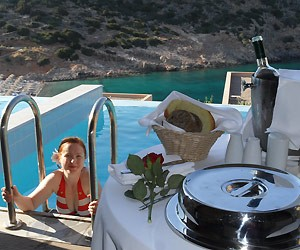 family-holiday-review-daios-cove-crete_40518