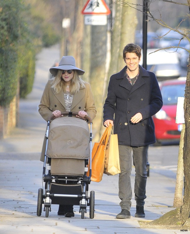 fearne-cotton-and-jesse-wood-take-baby-son-rex-out-for-a-stroll_45564