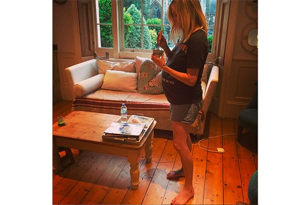 fearne-cottons-latest-maternity-look-is-a-bit-pants_127457