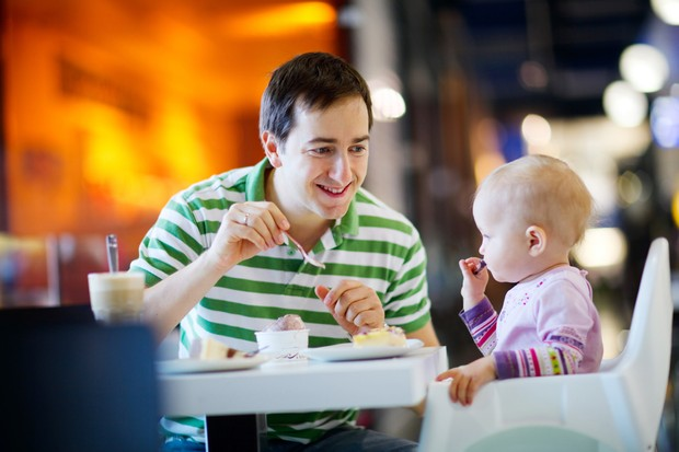 feeding-your-baby-when-youre-out-and-about_18109