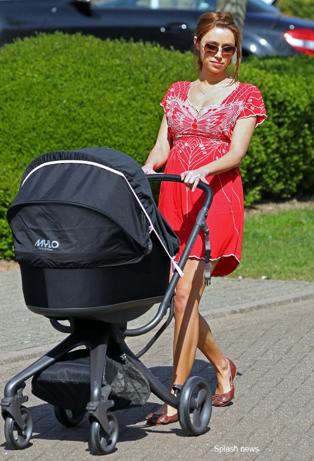 first-sighting-of-una-healy-and-her-buggy-of-choice_37616