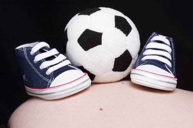 football-star-in-dash-to-make-his-babys-birth_16398