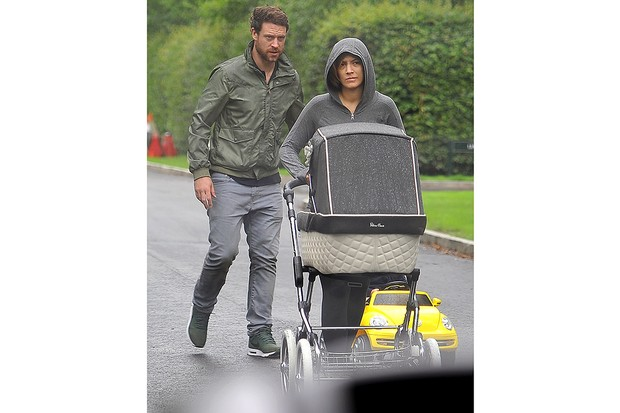 frankie-bridges-surprisingly-royal-buggy-choice_130159