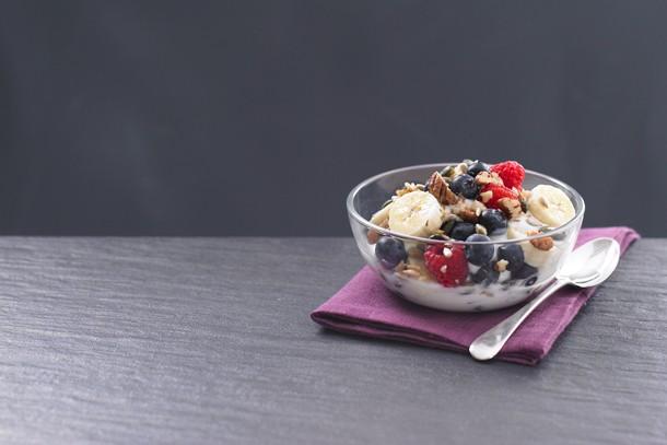 fruit-and-nut-yoghurt_143219