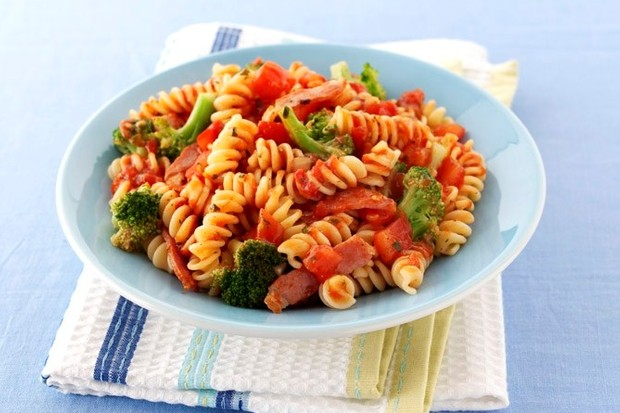 fusilli-with-bacon-and-broccoli_138975