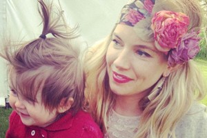 gorgeous-pic-of-sienna-miller-cuddling-adorable-baby-daughter-marlowe_56800