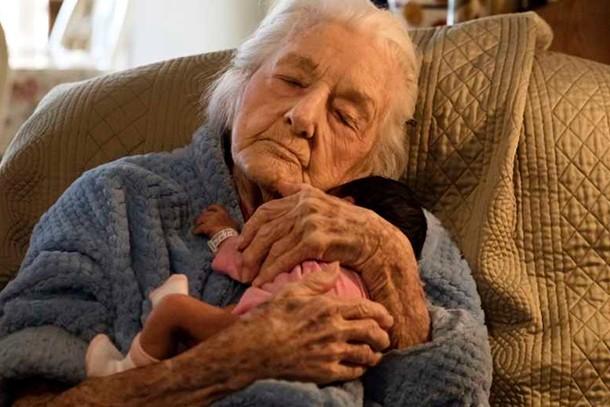 great-great-grandma-meets-granddaughter_196113