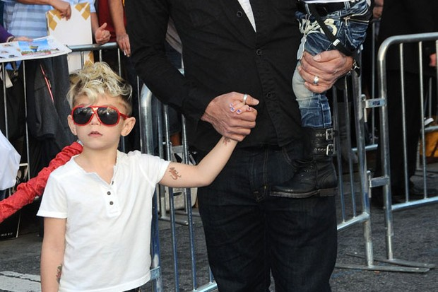 gwen-stefanis-boys-head-out-in-matching-sunglasses-for-film-premiere_18799