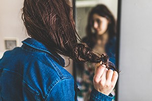 hair-falling-out-after-pregnancy_217404