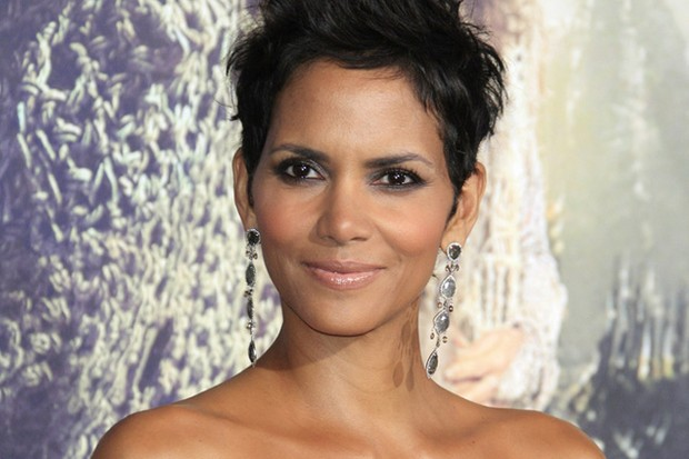 halle-berry-scoops-most-glowing-celeb-mum-to-be-title_47779