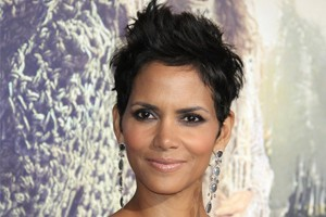 halle-berry-scoops-most-glowing-celeb-mum-to-be-title_56728